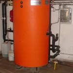PAST® 600 Zdroje: kotel na pevná paliva, elektické vložky 2x6 kW, solární kolektory. Odběry: otop, teplá voda.