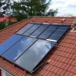 Kombinace solárních kolektorů, původní Vacusol doplněno o nové TS500 + fotovaltaický kolektor pro pohon solárního čerpadla 12V=